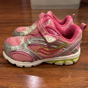 Toddler Girls Saucony Blaze Sneaker size 6.5